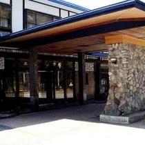 ホテル山田屋玄関前