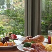 朝食イメージ(庭園を眺めて)