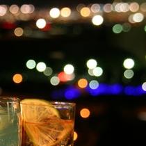 最上階バーからの輝く夜景