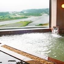 ■女性大浴場・大きな窓からの天竜川の眺め