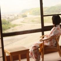 ■天竜川眺望のお部屋でくつろぐ至福の時間