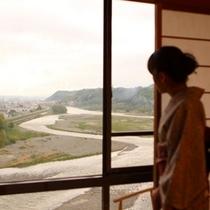 ■天竜川眺望指定のお部屋と若女将