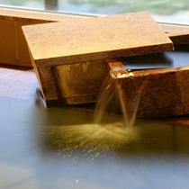 温泉は「塩化ナトリウム物泉」。冷え性や筋肉痛、疲労回復など多くの効能を持っています♪