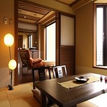 畳とフローリングスペースから成る「コンフォート客室」45平米。大きなソファーが特徴です♪