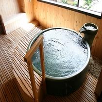 ゆっくり静かにお風呂を楽しみたい方にオススメの貸切露天風呂。フロントにてご予約承ります(^ ^)
