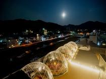 ルーフトップバー雪月花★夜は湯田中の街も輝きます。お酒を堪能しながら外の景色もお楽しみくださいませ。