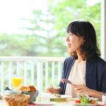 朝食も景色を見ながらのんびりと