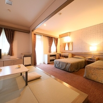 【デラックス・ツイン】畳スペース付き洋室 琉球畳で広々快適に