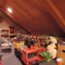 *【子供専用秘密基地】おもちゃいろいろ♪階段の踊り場にある秘密のお部屋