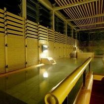 ■ 粋美の湯 露天風呂(セントラルタワー4F大浴殿) 【夜】