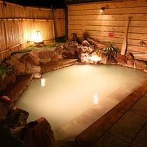 大浴場露天風呂「万翆の湯・山翆の湯」夜