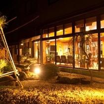 古兆館 夜の中庭