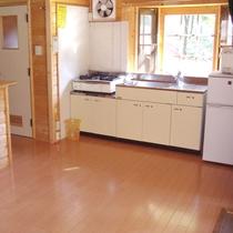 【山小屋の室内一例】食材を持ち込んで自炊が楽しめます