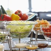 ■ご朝食一例:新鮮野菜のサラダバー