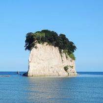*周辺観光:見附島(当館より車で約25分)