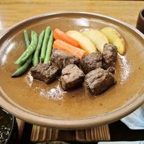*【ご夕食一例】お好みの焼き加減で味わえる陶板焼き