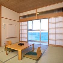10畳タイプのスタンダード和室。全室から海が見えます。