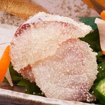 石川県の郷土料理でもある鱈の子付け。冬を代表する全品の一品。