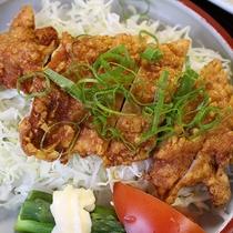 *【食事/夕食一例】ザンギ(鶏肉の揚げ物)は人気の一品です。