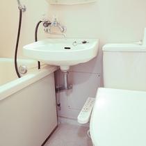 *【部屋/トイレ】8畳のお部屋には洗浄機付トイレとバスがございます。