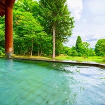 【温泉】十和田湖西湖畔唯一の源泉100%かけ流し露天風呂(夏)