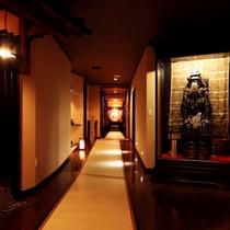 館内の様子…当館自慢の戦国時代の甲冑です。