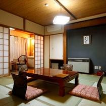 和室16畳のお部屋。二間に仕切ることも可能です。