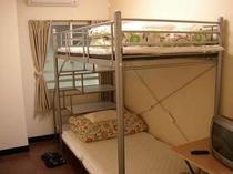 ツイン個室2段ベッド