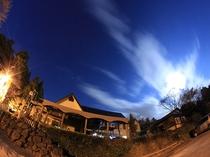 秋の本館夜景