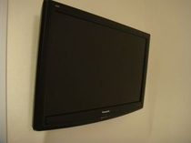 大型(32型)壁掛け液晶テレビ