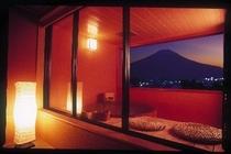 露天風呂付和室からの夜景