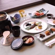 *夕食/お料理少なめコース。量は控えめだけど食べ応えは十分な美食コース