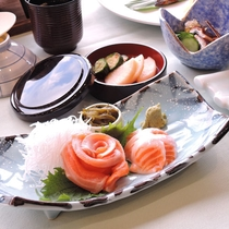 *夕食一例/信州サーモン。信州の食材と旬の食材を使ったコース仕立てのお料理です。