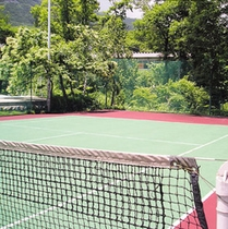 ホテル内にあるテニスコート