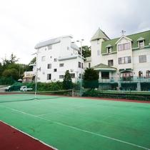テニスコートからの外観