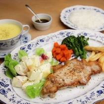 品数控えめ洋定食の夕食