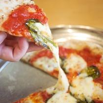 手こねピッツァ 伸びるチーズ