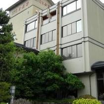 ホテル外観(初夏)