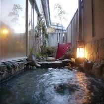 露天風呂の一つ