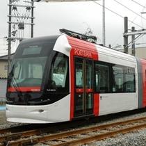 路面電車ポートラム(赤)