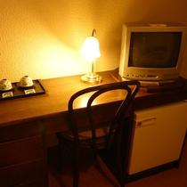 備品(無料TV、電気ポット、電話、金庫)※一部ない部屋もございます