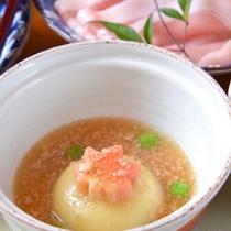 *お夕食一例(蓋物)/和風だしのあんが身体に沁みわたるやさしい味わい。