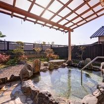 *露天風呂付きログハウス(離れ)/自然の息吹を感じながら温かい湯船に浸かる贅沢なひと時。