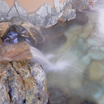*露天風呂/保湿効果に優れたとろとろの温泉は、特に皮膚炎に効果◎肌を乳化して老廃物を除去します。