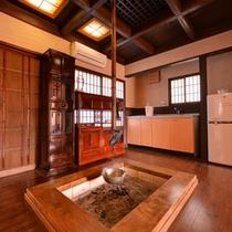 *露天風呂付き和室(離れ)/昔懐かしい囲炉裏を囲んで家族団欒の休日をお愉しみ下さい。