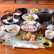 *お夕食一例/旬の恵みをたっぷりと味わえる、山里ならではの味わい深い季節の会席料理をご賞味下さい。