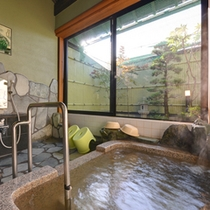 *家族風呂/保湿効果に優れたとろとろの温泉を貸切でごゆっくりお愉しみ下さい。