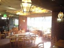 明るい朝食会場