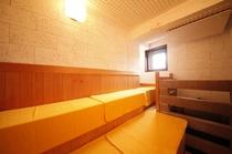 男性浴場 サウナ室内
