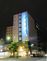 夜間 ホテル外観